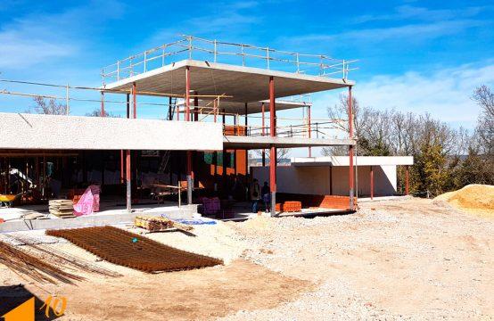 Pareado en construcción en Fuentes Blancas