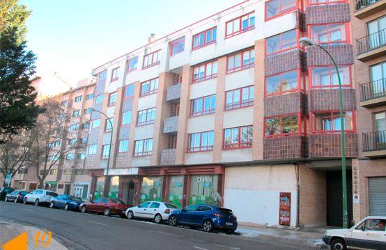 Piso de cuatro dormitorios en Calle San Pedro Cardeña